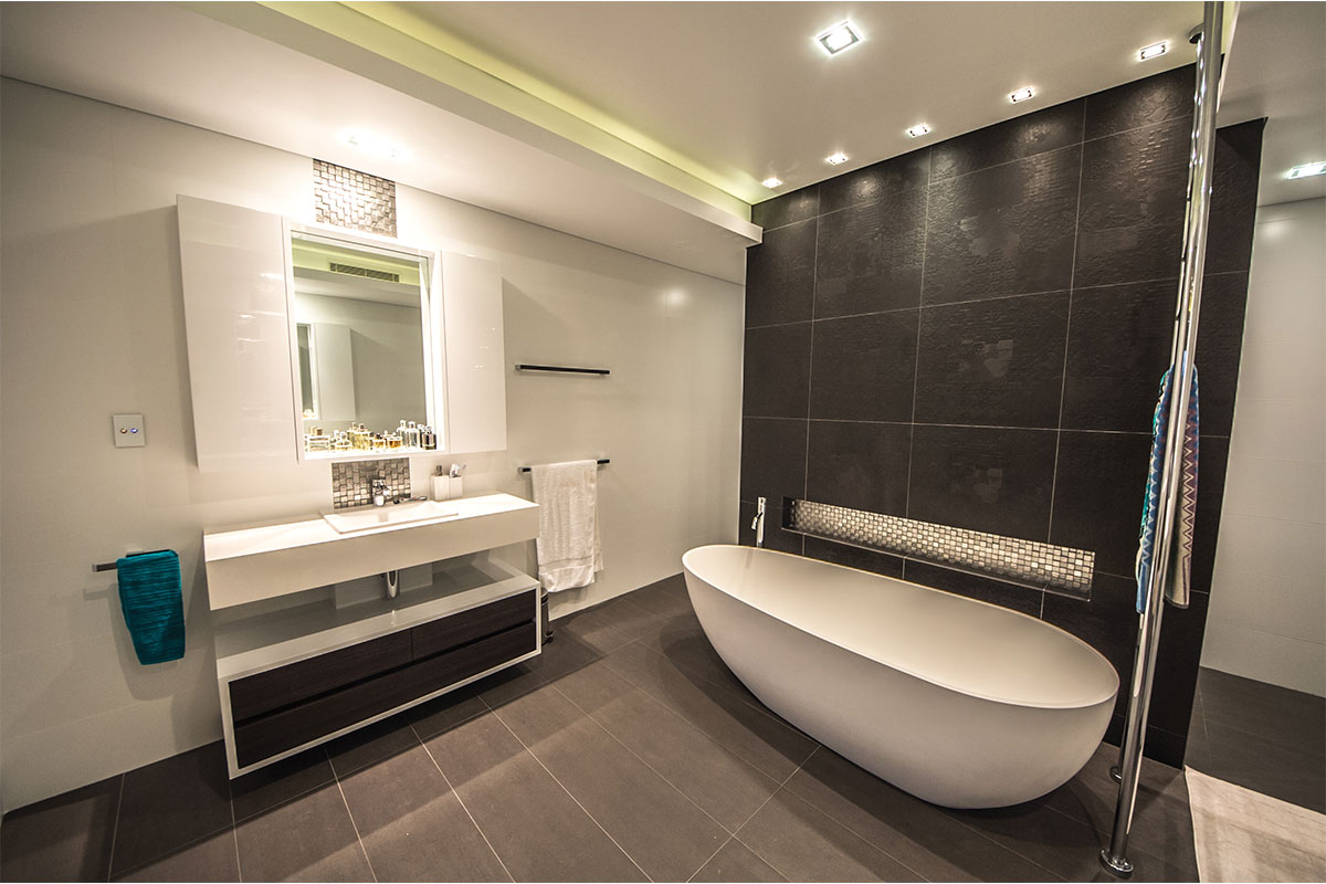 bathroom interior with bathtub and mirror